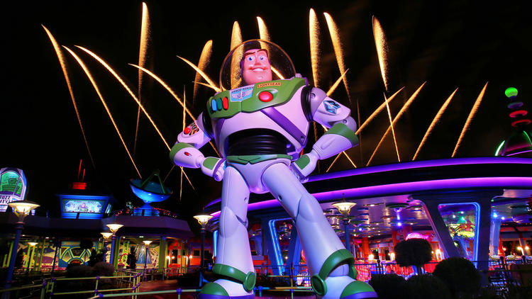 UPDATED - New Pictures: Disney's Toy Story Land at night